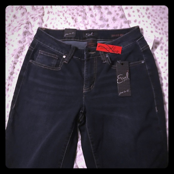 611a697510a NWT Earl Jean size 2